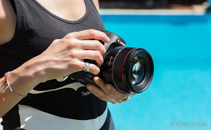Samyang 森養 AF 85mm F1.4 EF 自動對焦鏡頭 (Canon EF 接口) 特徵 - 長 7.2cm,重 485g,小巧輕便的優良設計